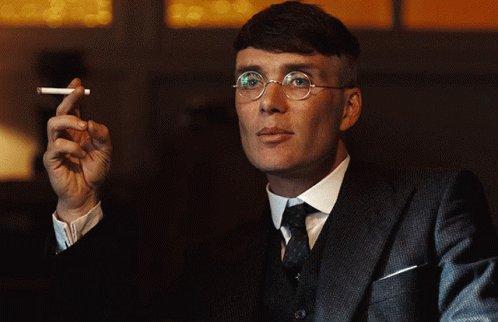 """Peaky Blinders, 2023'te film olarak karşımıza çıkacak. Dizinin yaratıcısı Steven Knight:  """"Birmingham'da geçecek filmi yazmaya başlayacağım. Ve film, tahmin edeceğiniz gibi Peaky Blinders'ın sonu olacak."""""""