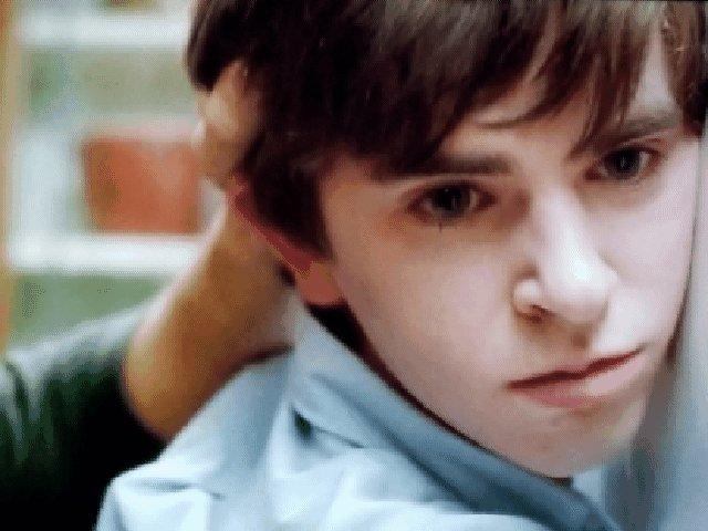 Not nice Dylan 💖💙 #FreddieHighmore #NormanBates #DylanMasset #BatesMotel #ThrowbackThursday @freddiehighmore @maxthieriot