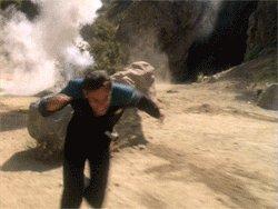 """Lembro nesse episódio do maluco comentando com o Jake que klingons """"odeiam ter que bater retirada"""". Não diga, Sherlock."""