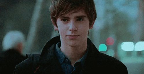 @seale15 Good Morning, welcome to #FreddieFriday, celebrating this outstanding multi-talented actor  #FreddieHighmore   #TheGoodDoctor  @DrDimples  @DrShaunMurphy  #BatesMotel @NormanBates #TGDsquad